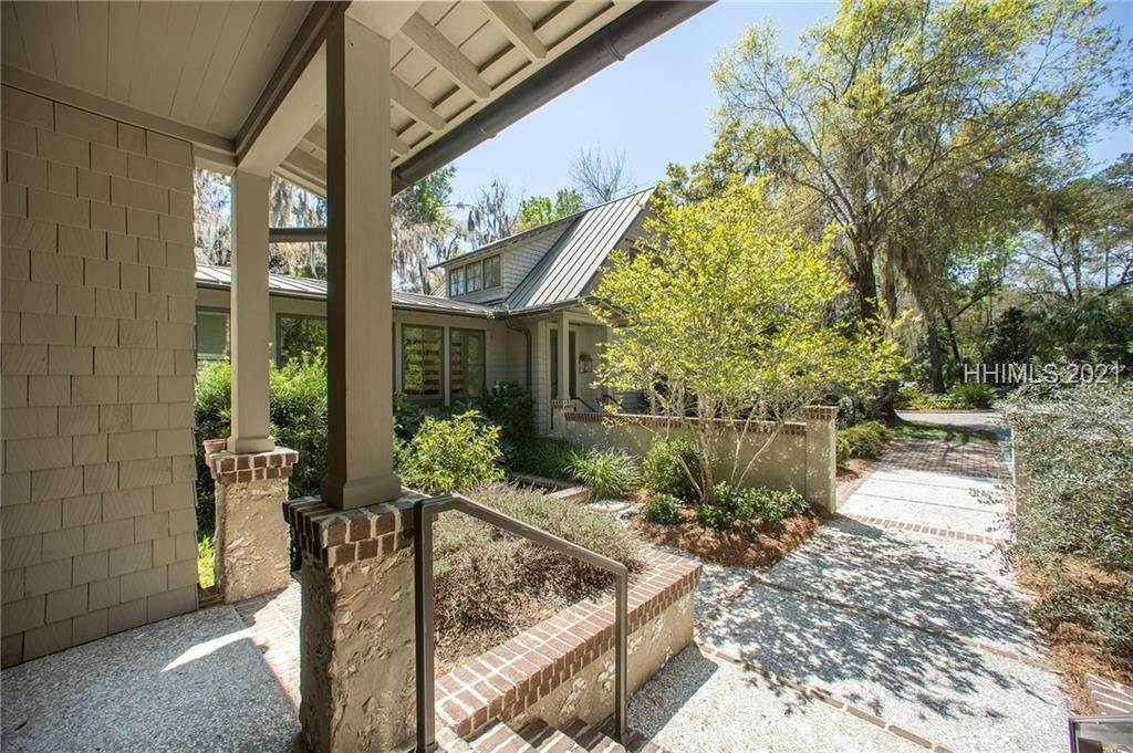 44. Single Family Homes for Sale at 127 Mount Pelia Road Bluffton, South Carolina 29910 United States