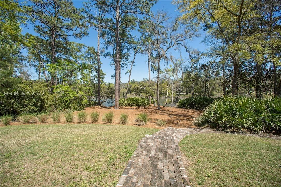 5. Single Family Homes for Sale at 127 Mount Pelia Road Bluffton, South Carolina 29910 United States