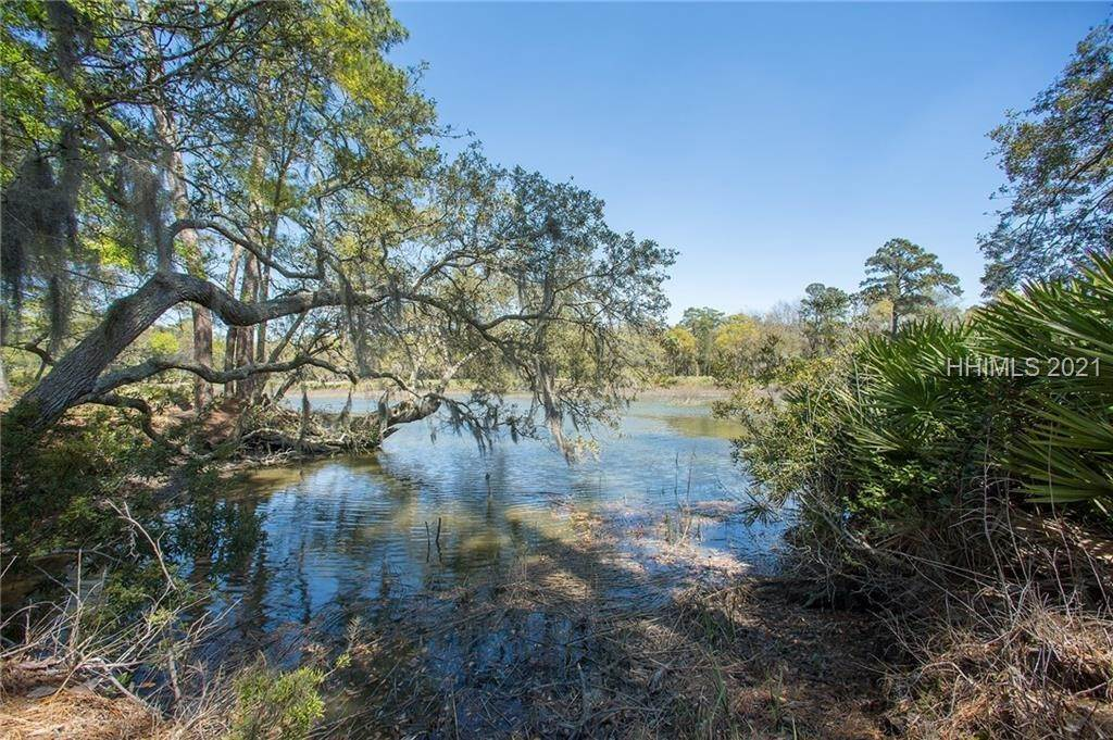 6. Single Family Homes for Sale at 127 Mount Pelia Road Bluffton, South Carolina 29910 United States