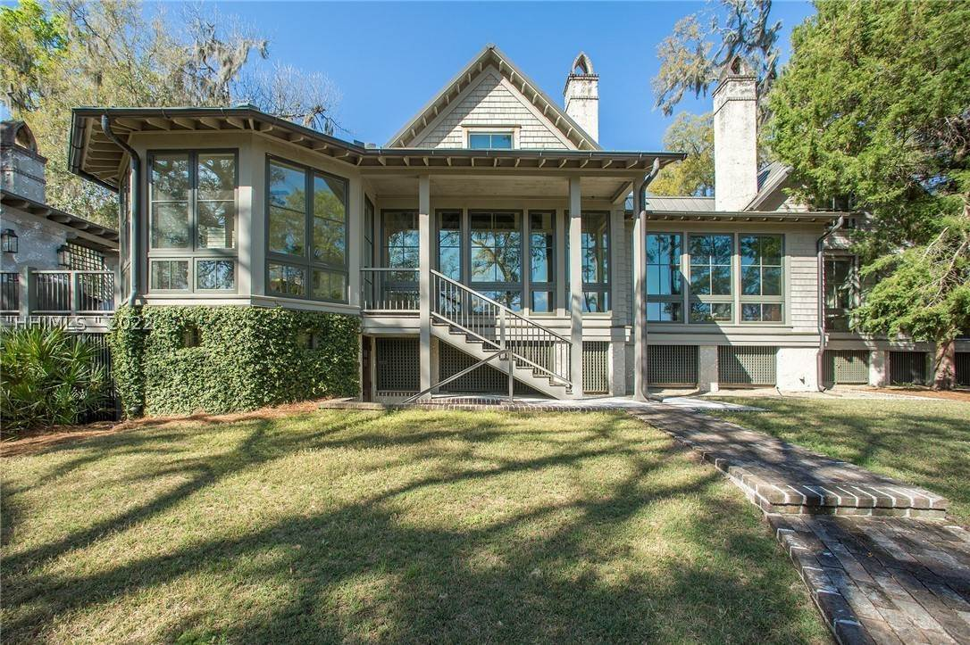7. Single Family Homes for Sale at 127 Mount Pelia Road Bluffton, South Carolina 29910 United States