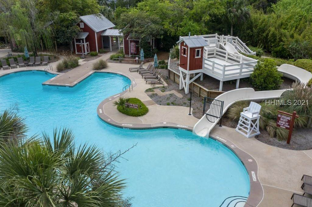 32. Single Family Homes for Sale at 36 Pondhawk Road Bluffton, South Carolina 29909 United States