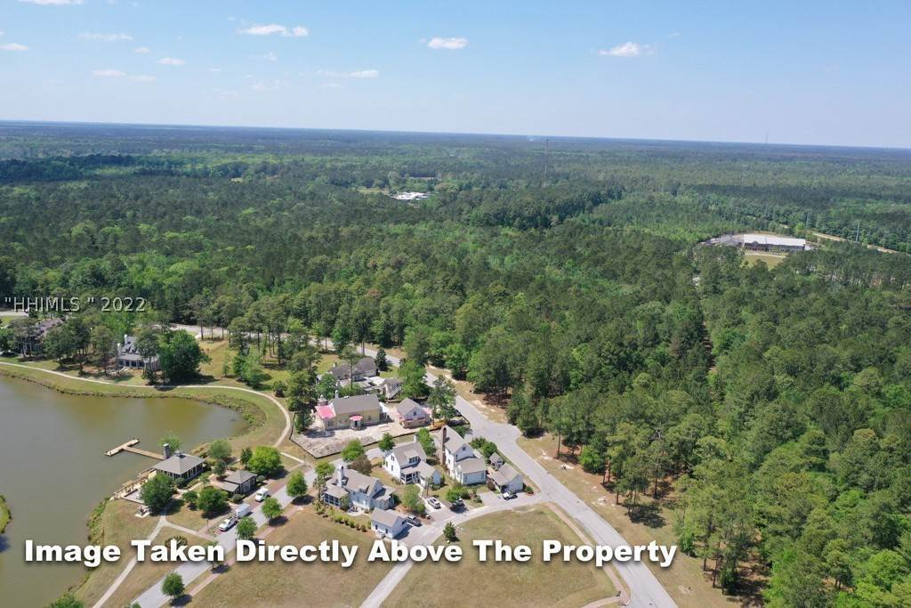 38. Single Family Homes for Sale at 36 Pondhawk Road Bluffton, South Carolina 29909 United States