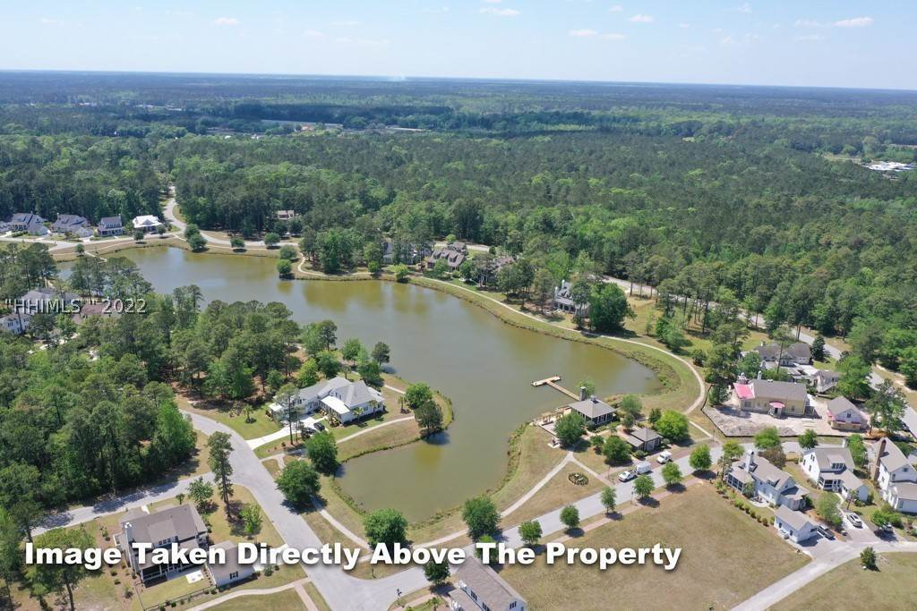 39. Single Family Homes for Sale at 36 Pondhawk Road Bluffton, South Carolina 29909 United States