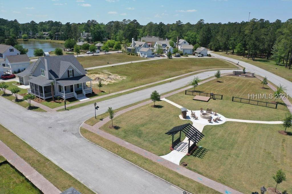 42. Single Family Homes for Sale at 36 Pondhawk Road Bluffton, South Carolina 29909 United States