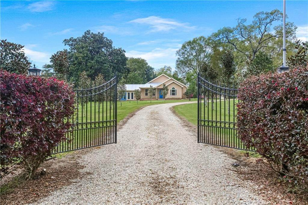 Residential for Sale at 82519 HWY 1082 Bush, Louisiana 70431 United States
