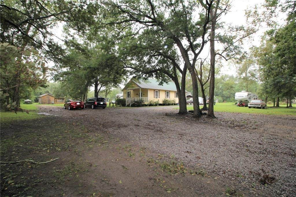 Residential for Sale at 16075 RIVER Road Hahnville, Louisiana 70057 United States