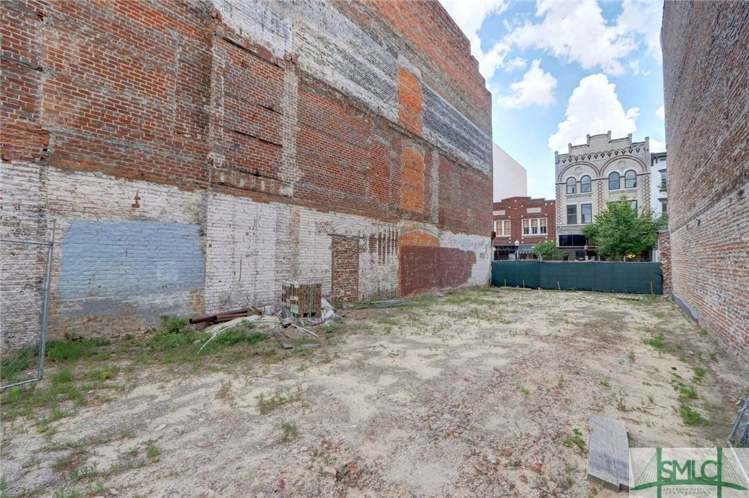 11. Residential Income for Sale at 215 W Broughton Street 215 W Broughton Street Savannah, Georgia 31401 United States