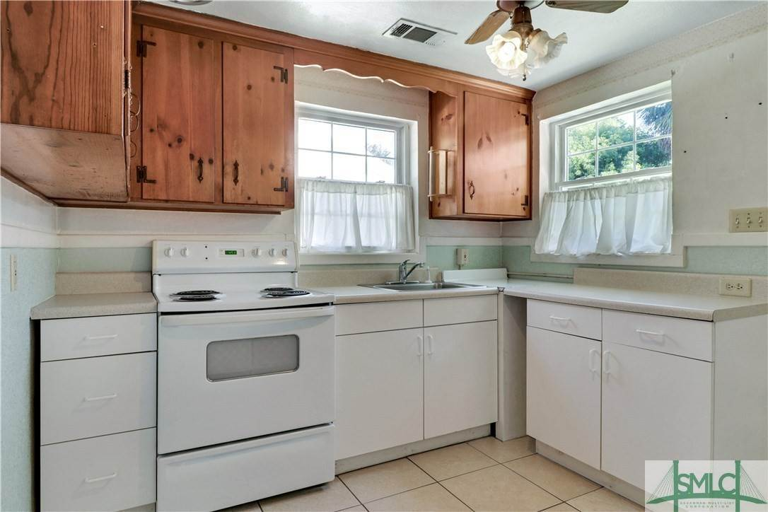 9. Residential for Sale at 103 Holcomb Street 103 Holcomb Street Savannah, Georgia 31406 United States