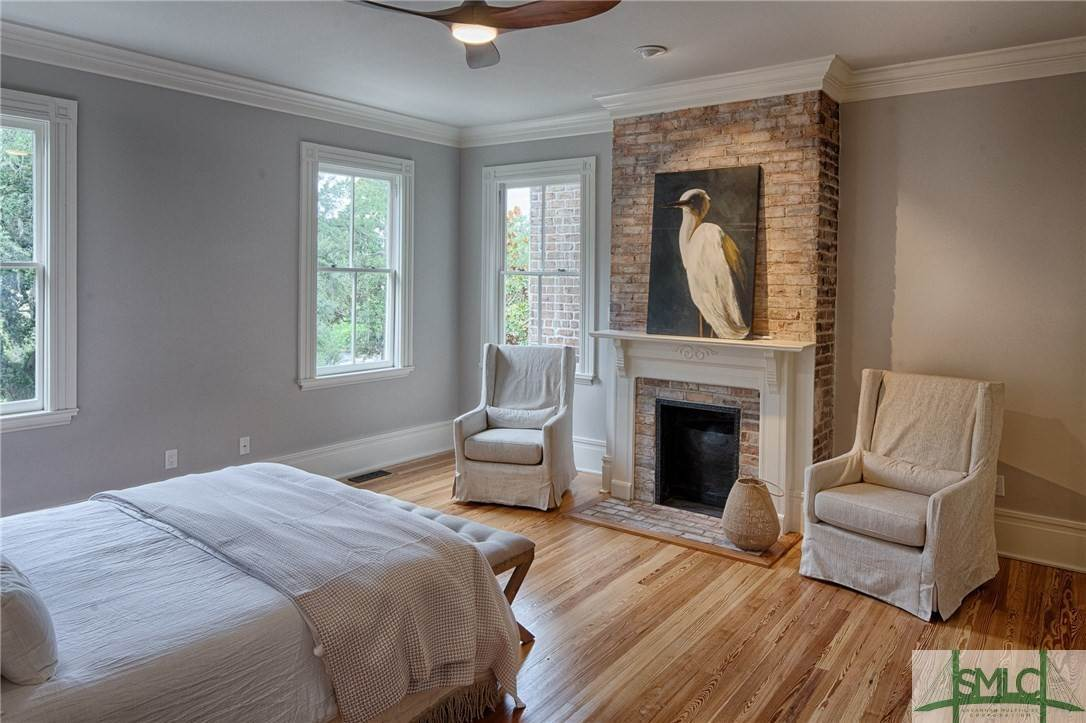 15. Residential for Sale at 114 W Liberty Street 114 W Liberty Street Savannah, Georgia 31401 United States