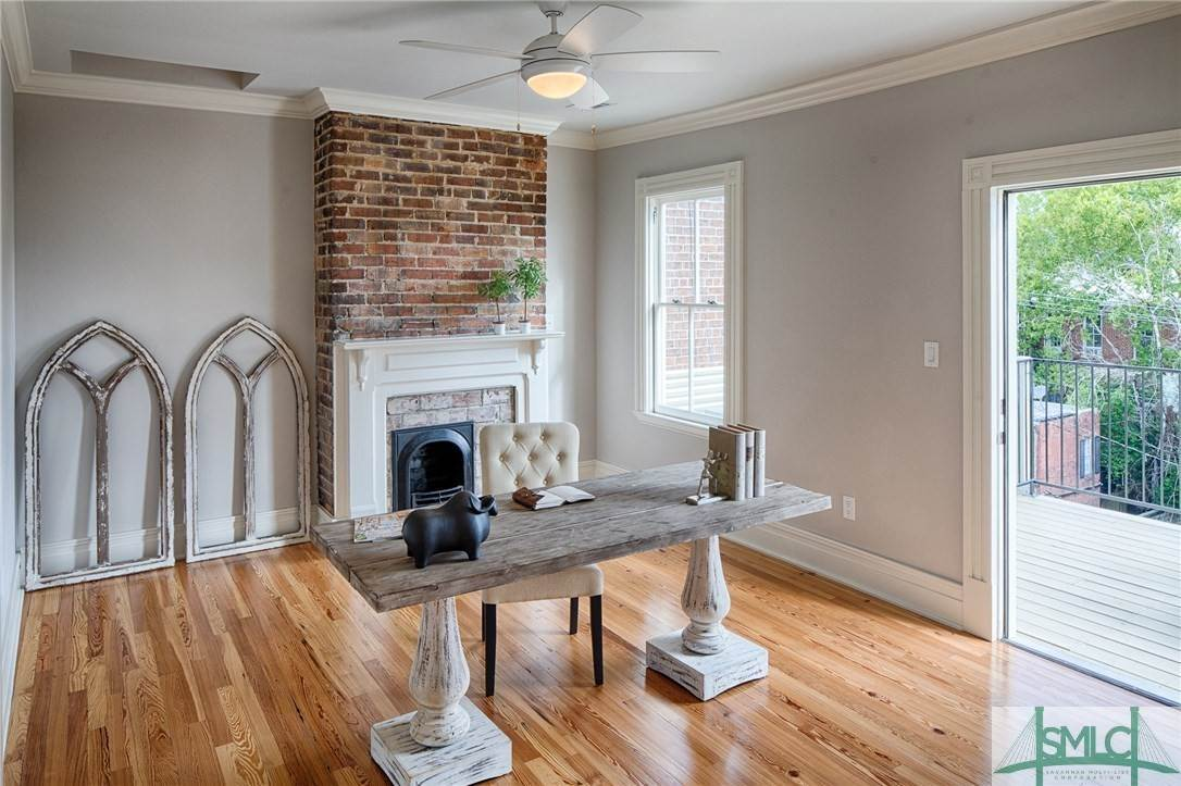 24. Residential for Sale at 114 W Liberty Street 114 W Liberty Street Savannah, Georgia 31401 United States
