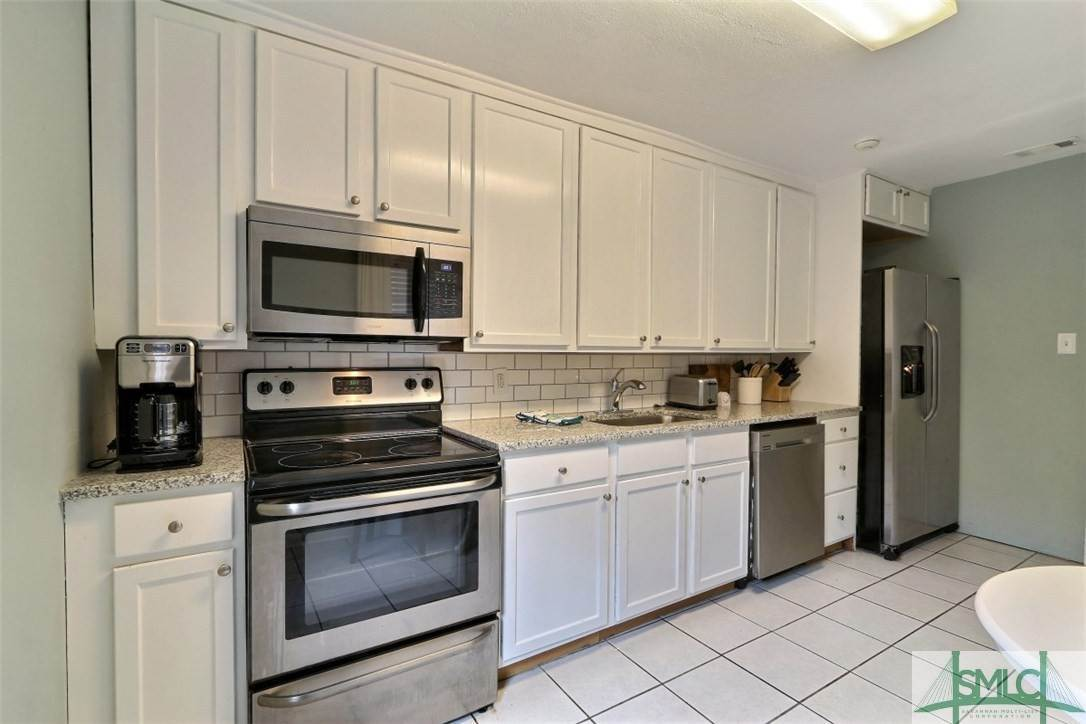 7. Residential Income for Sale at 519 E Broad Street 519 E Broad Street Savannah, Georgia 31401 United States