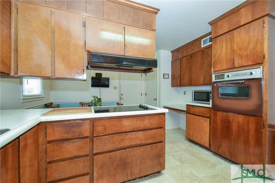 16. Residential for Sale at 1 Fallowfield Drive 1 Fallowfield Drive Savannah, Georgia 31406 United States