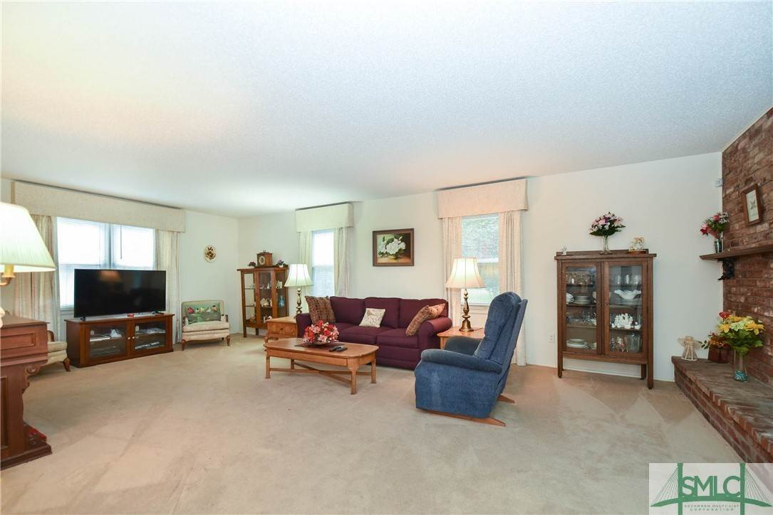 8. Residential for Sale at 1 Fallowfield Drive 1 Fallowfield Drive Savannah, Georgia 31406 United States