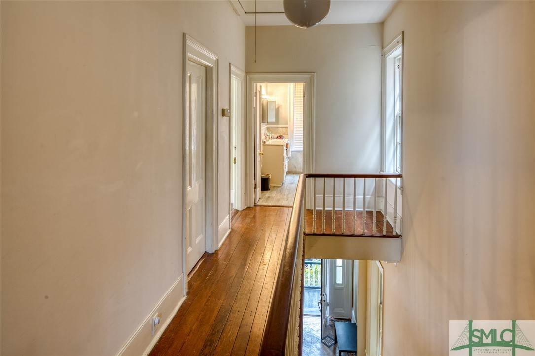 21. Residential for Sale at 101 E Jones Street Savannah, Georgia 31401 United States