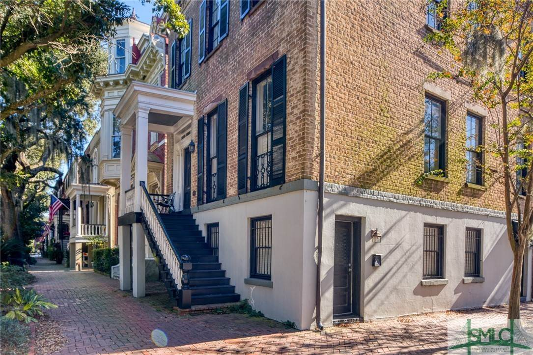 7. Residential for Sale at 101 E Jones Street Savannah, Georgia 31401 United States