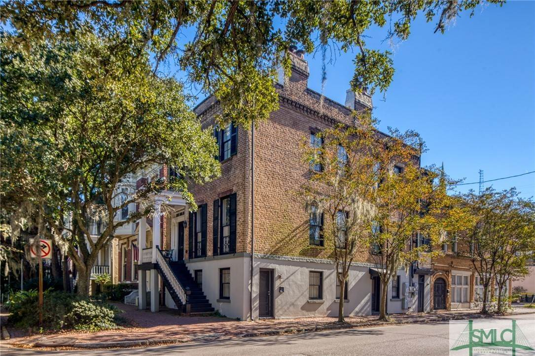 8. Residential for Sale at 101 E Jones Street Savannah, Georgia 31401 United States
