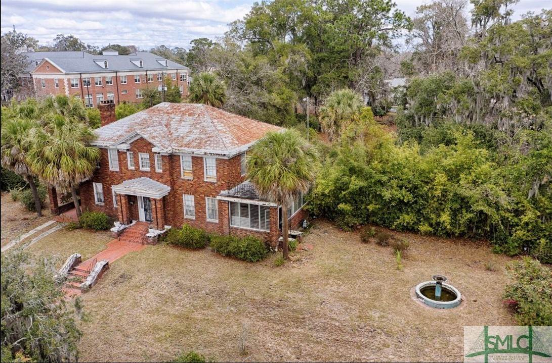 Residential Income for Sale at 2180 E Victory Drive 2180 E Victory Drive Savannah, Georgia 31404 United States