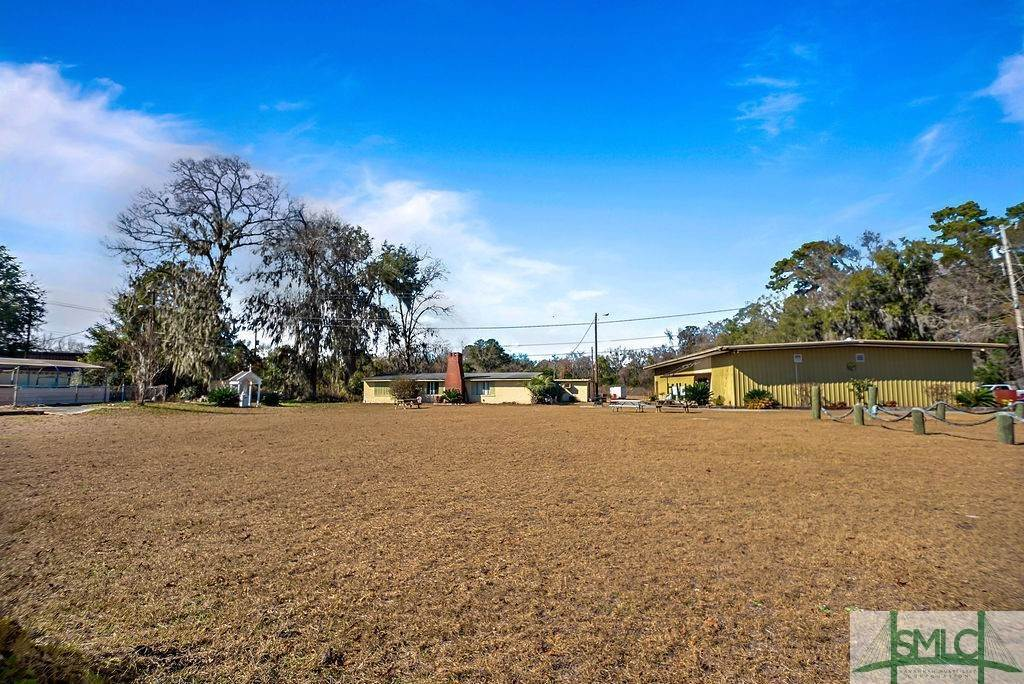 6. Commercial for Sale at 700 Christopher Drive 700 Christopher Drive Savannah, Georgia 31406 United States