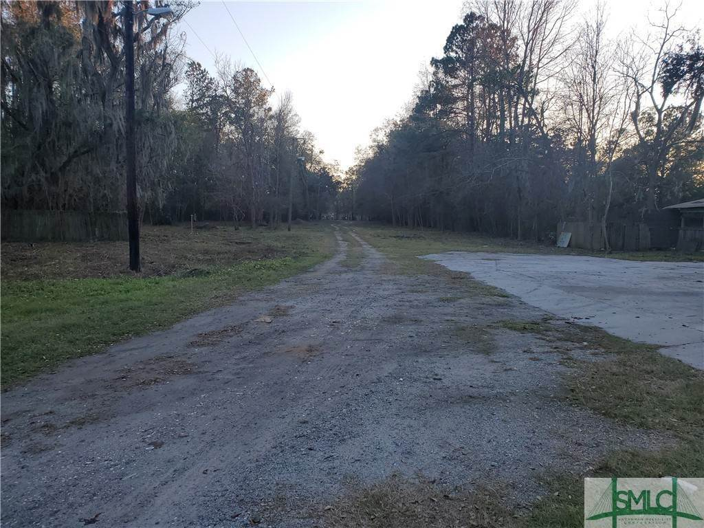 Commercial for Sale at 3927 Old Louisville Road 3927 Old Louisville Road Garden City, Georgia 31408 United States