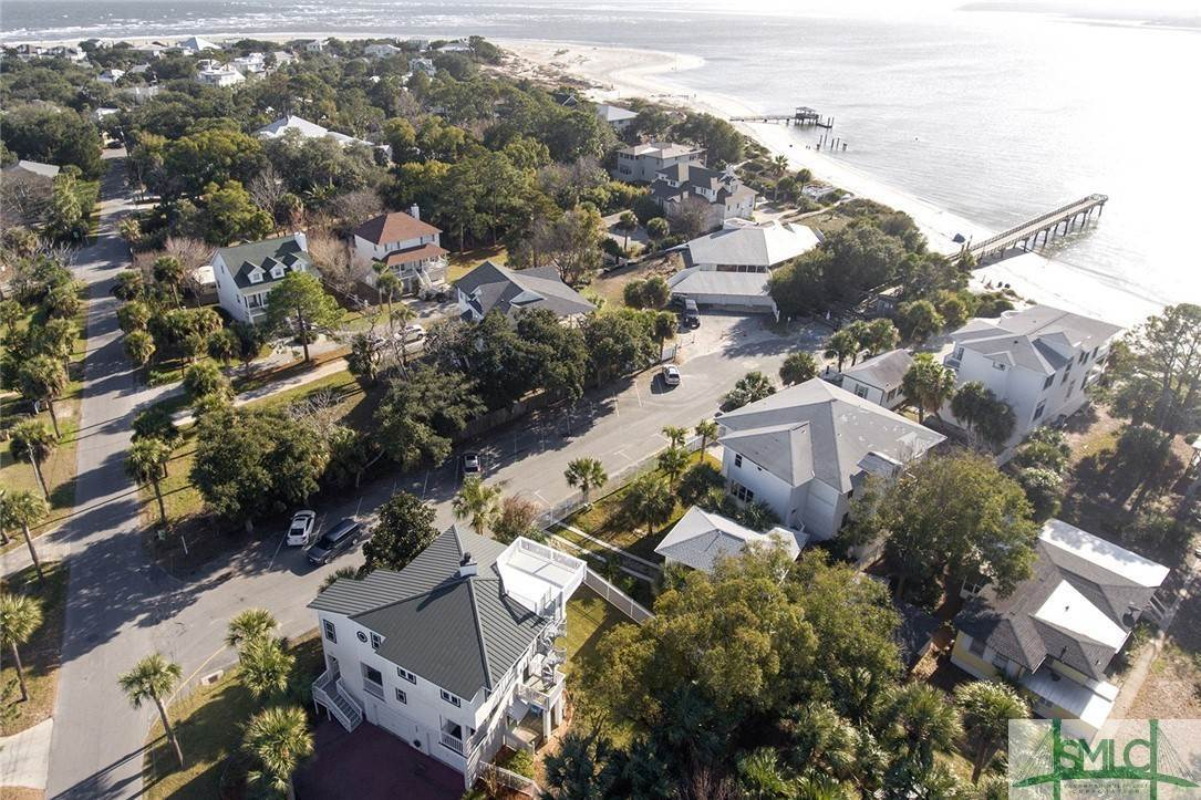 18. Residential for Sale at 1615 Chatham Avenue Avenue 1615 Chatham Avenue Avenue Tybee Island, Georgia 31328 United States