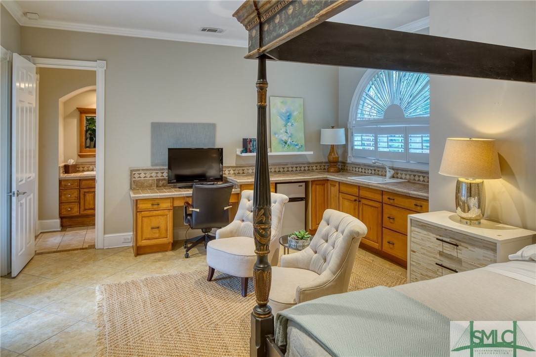 41. Residential for Sale at 10 Judsons Court 10 Judsons Court Savannah, Georgia 31410 United States