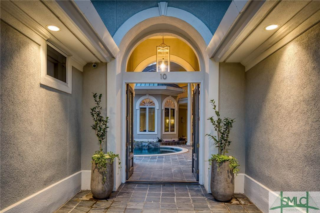 8. Residential for Sale at 10 Judsons Court 10 Judsons Court Savannah, Georgia 31410 United States