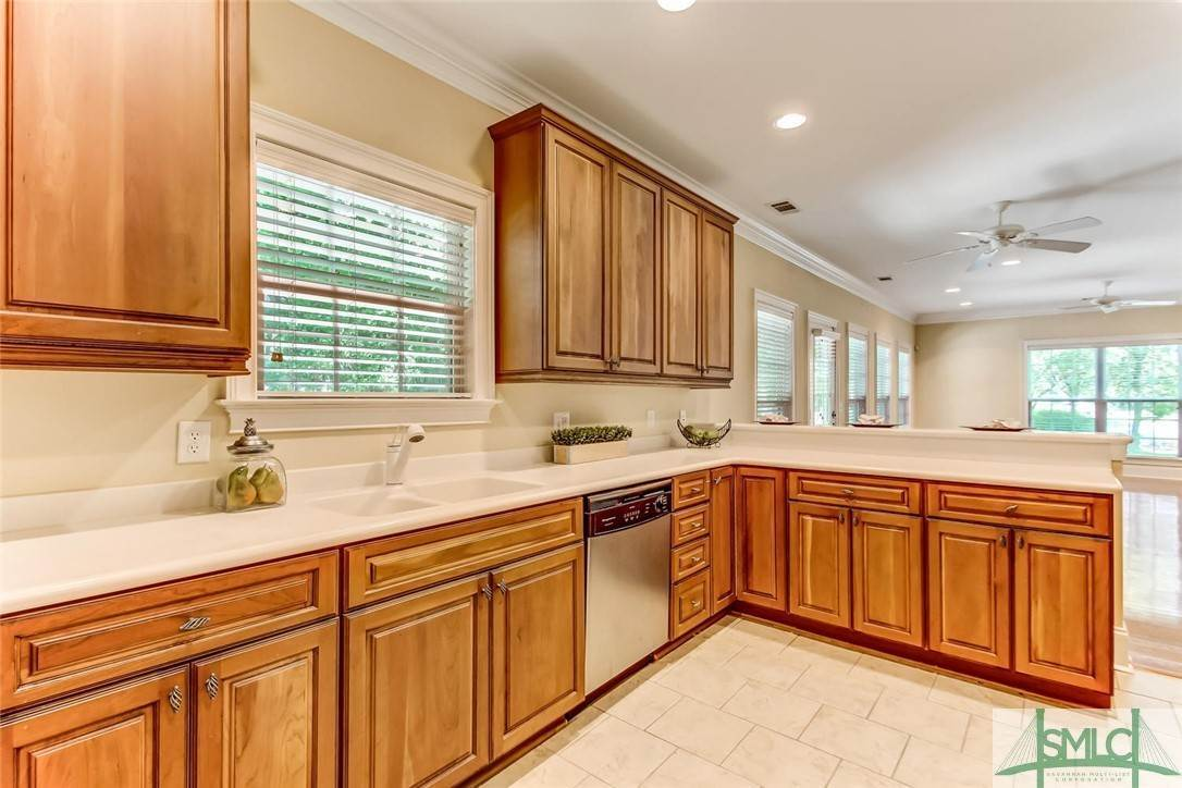 15. Residential for Sale at 24 Dockside Drive 24 Dockside Drive Savannah, Georgia 31410 United States