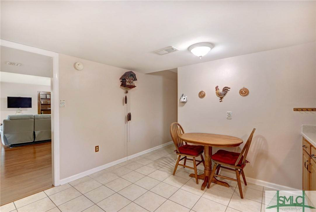 10. Residential for Sale at 7103 Tropical Way 7103 Tropical Way Savannah, Georgia 31410 United States