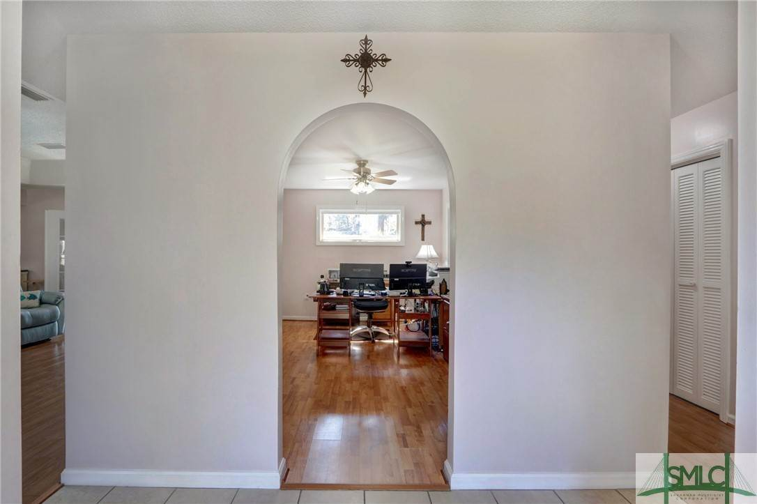 27. Residential for Sale at 7103 Tropical Way 7103 Tropical Way Savannah, Georgia 31410 United States