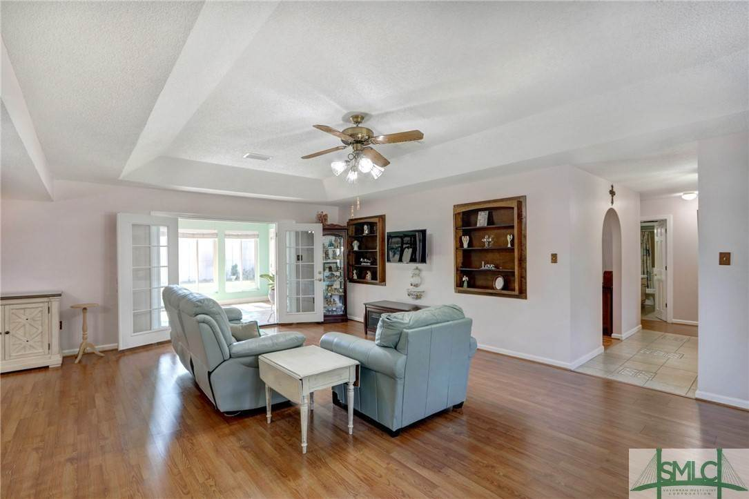 5. Residential for Sale at 7103 Tropical Way 7103 Tropical Way Savannah, Georgia 31410 United States