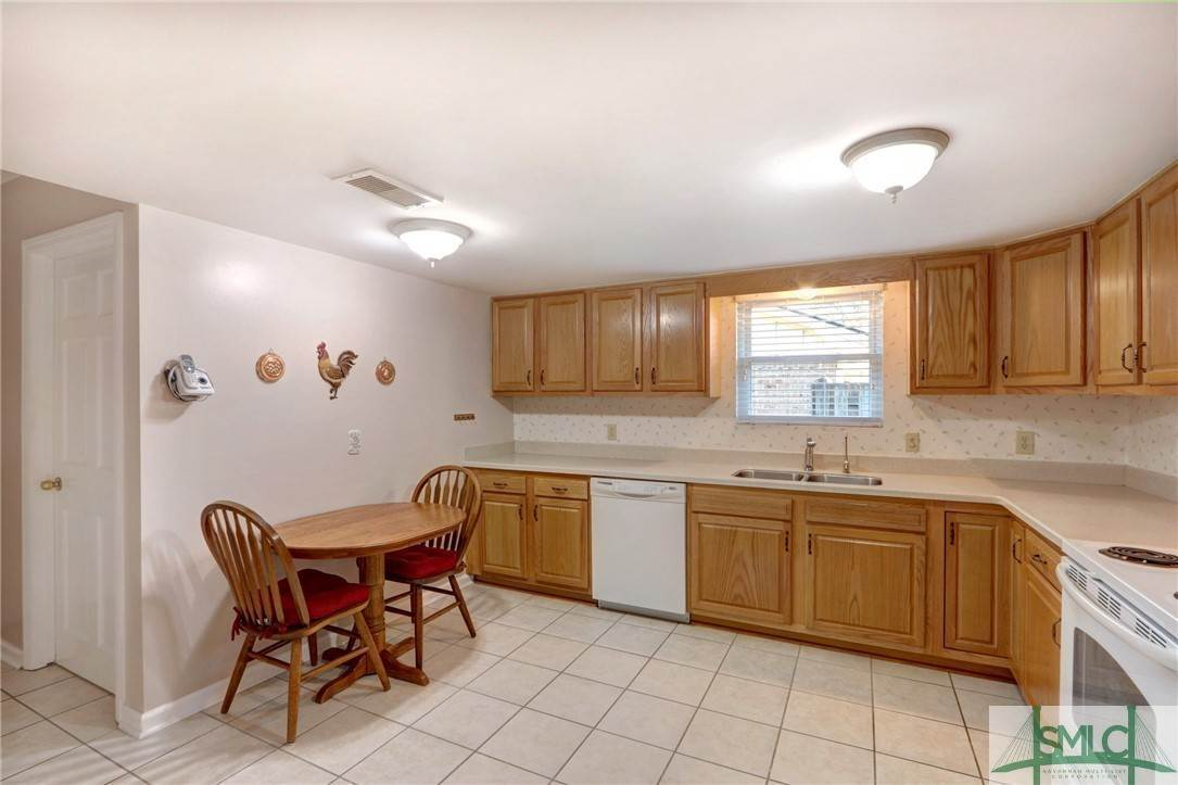 7. Residential for Sale at 7103 Tropical Way 7103 Tropical Way Savannah, Georgia 31410 United States