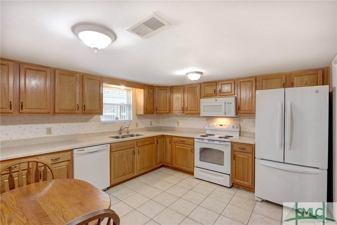 8. Residential for Sale at 7103 Tropical Way 7103 Tropical Way Savannah, Georgia 31410 United States