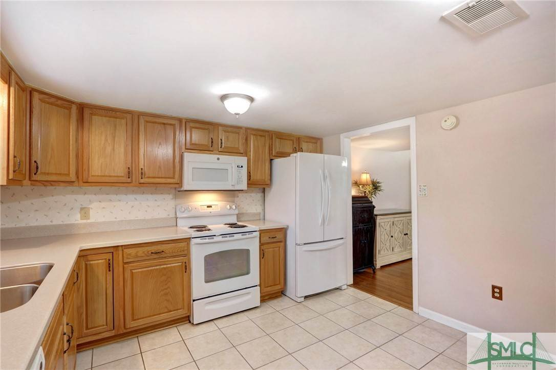 9. Residential for Sale at 7103 Tropical Way 7103 Tropical Way Savannah, Georgia 31410 United States