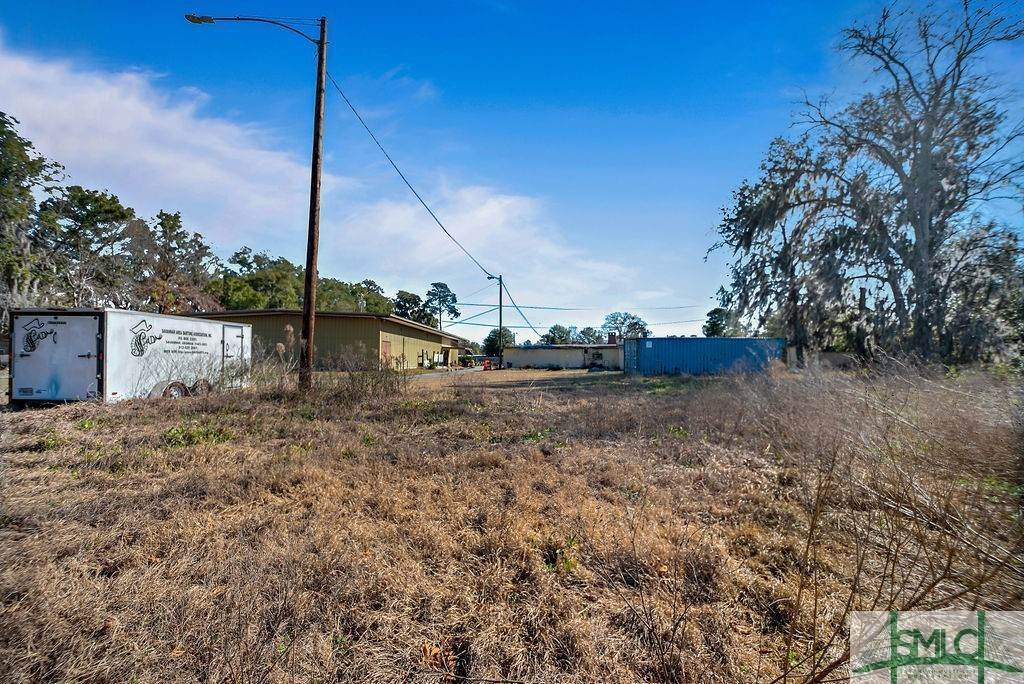 13. Residential Income for Sale at 700 Christopher Drive 700 Christopher Drive Savannah, Georgia 31406 United States