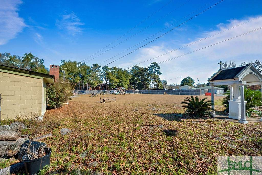 17. Residential Income for Sale at 700 Christopher Drive 700 Christopher Drive Savannah, Georgia 31406 United States