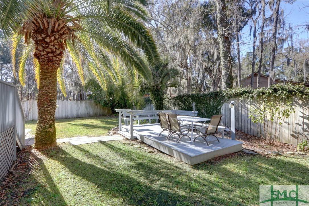 10. Residential for Sale at 104 S Sheftall Circle 104 S Sheftall Circle Savannah, Georgia 31410 United States
