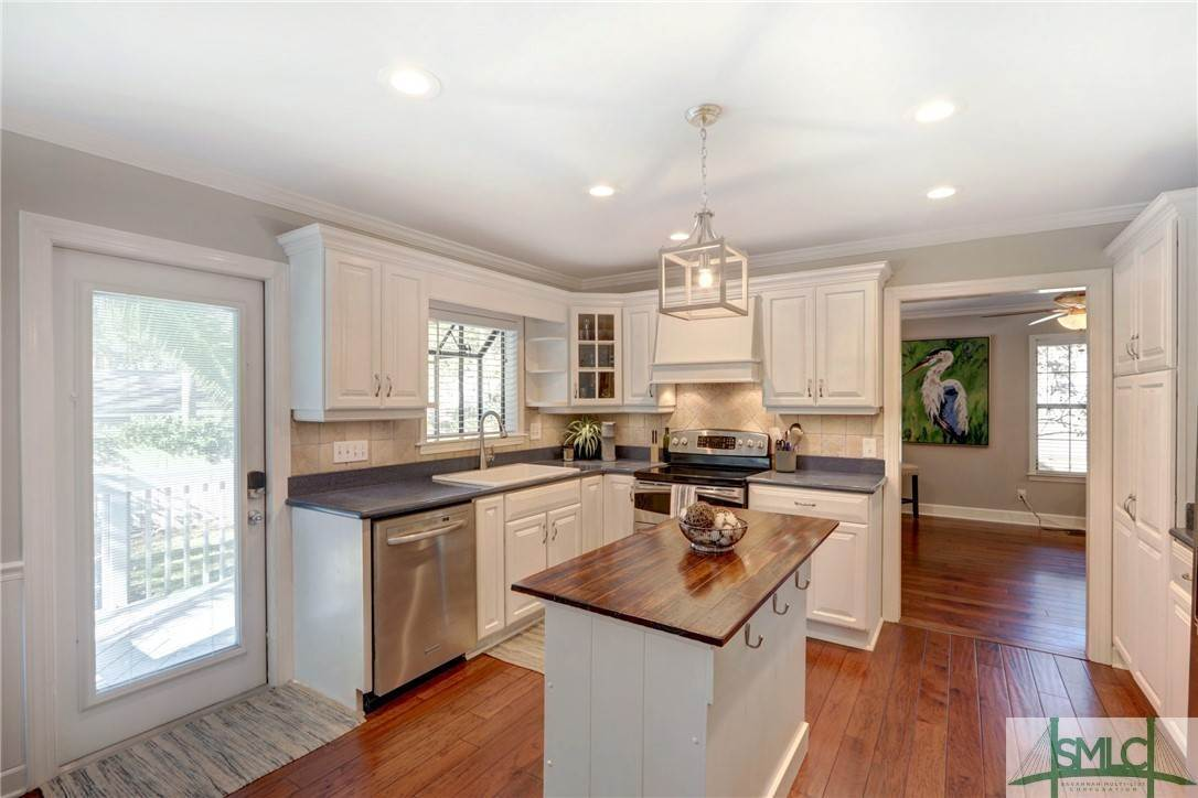 22. Residential for Sale at 104 S Sheftall Circle 104 S Sheftall Circle Savannah, Georgia 31410 United States