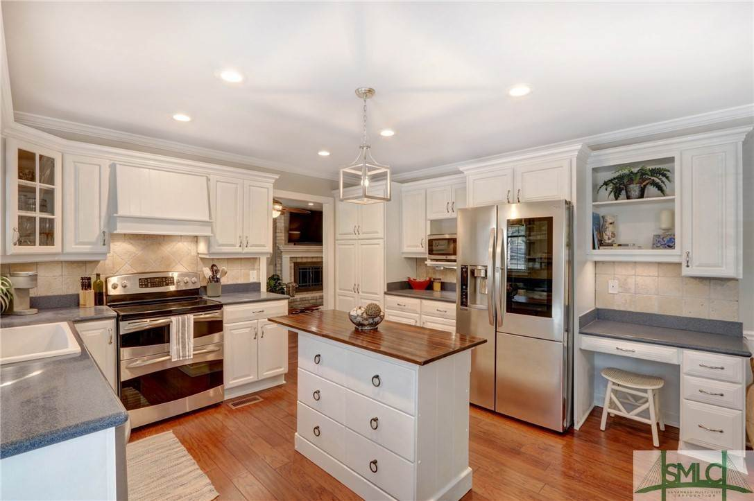 23. Residential for Sale at 104 S Sheftall Circle 104 S Sheftall Circle Savannah, Georgia 31410 United States