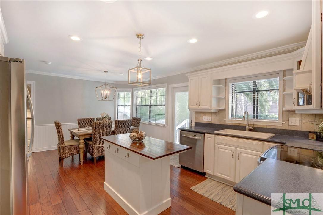 24. Residential for Sale at 104 S Sheftall Circle 104 S Sheftall Circle Savannah, Georgia 31410 United States