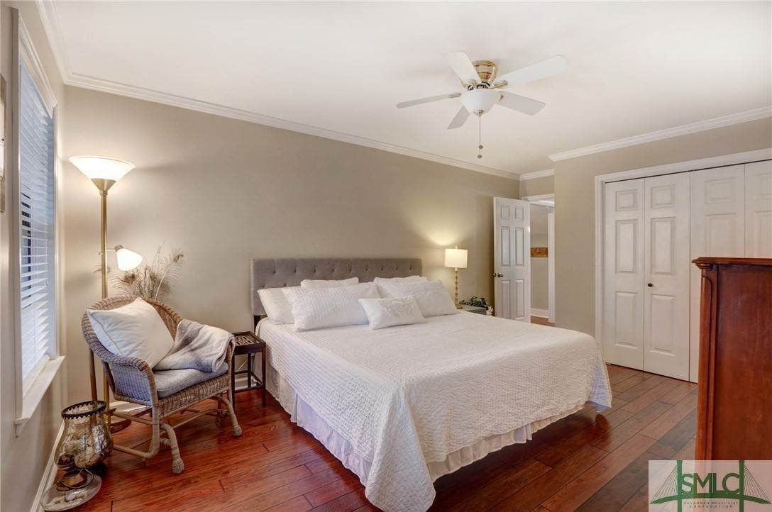 32. Residential for Sale at 104 S Sheftall Circle 104 S Sheftall Circle Savannah, Georgia 31410 United States