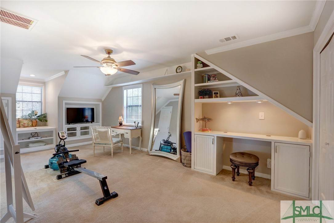 37. Residential for Sale at 104 S Sheftall Circle 104 S Sheftall Circle Savannah, Georgia 31410 United States