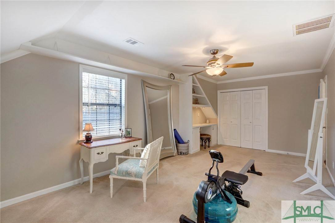 39. Residential for Sale at 104 S Sheftall Circle 104 S Sheftall Circle Savannah, Georgia 31410 United States