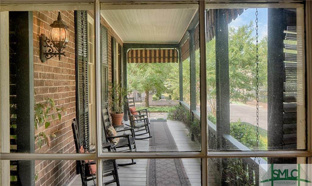 7. Residential for Sale at 304 E Gaston Street 304 E Gaston Street Savannah, Georgia 31401 United States