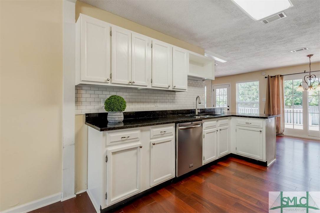 10. Residential for Sale at 103 S Paxton Drive 103 S Paxton Drive Savannah, Georgia 31406 United States