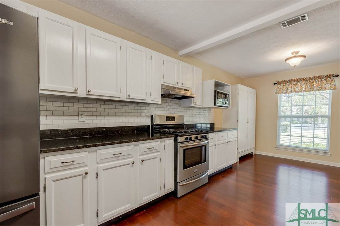 14. Residential for Sale at 103 S Paxton Drive 103 S Paxton Drive Savannah, Georgia 31406 United States