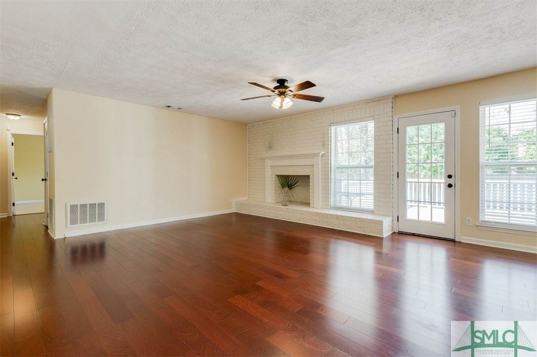 18. Residential for Sale at 103 S Paxton Drive 103 S Paxton Drive Savannah, Georgia 31406 United States
