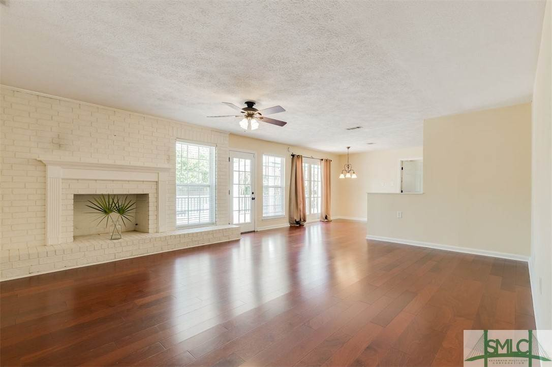 19. Residential for Sale at 103 S Paxton Drive 103 S Paxton Drive Savannah, Georgia 31406 United States