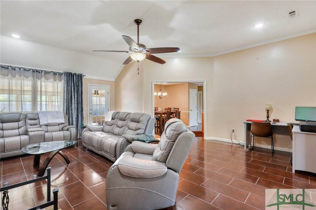 14. Residential for Sale at 306 Camden Court 306 Camden Court Hinesville, Georgia 31313 United States