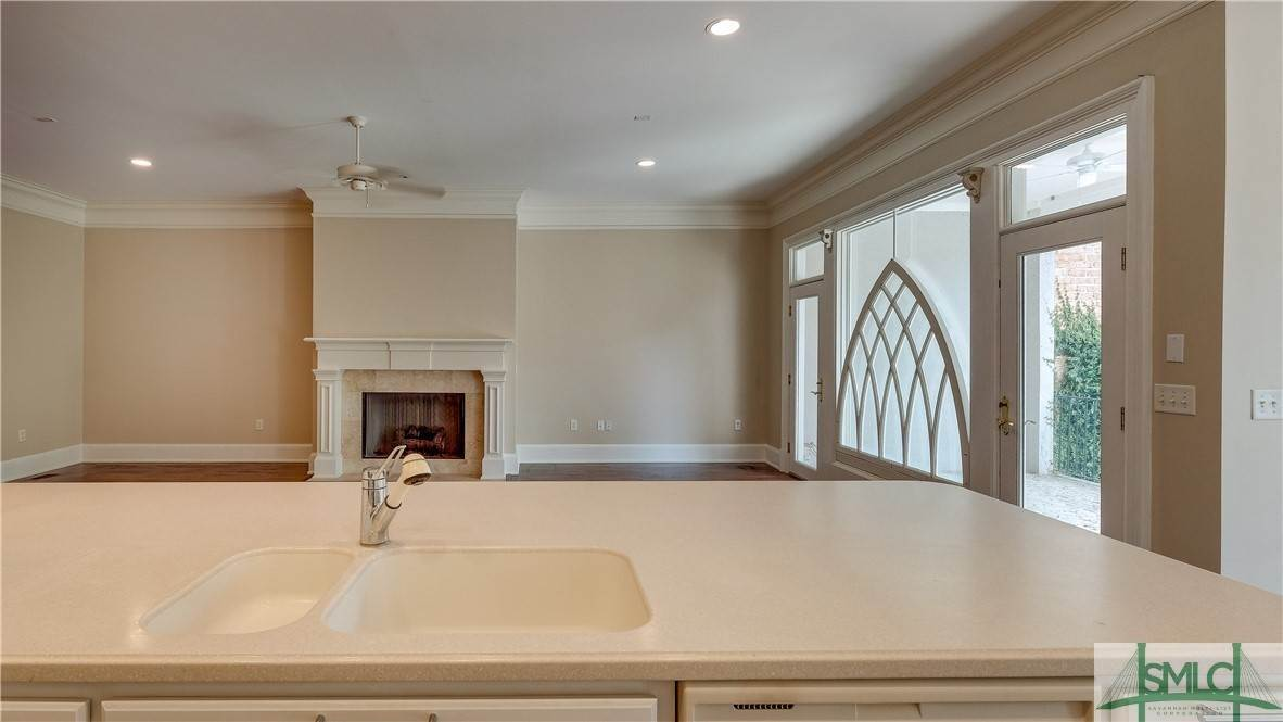 17. Residential for Sale at 67 Palmer Boulevard 67 Palmer Boulevard Savannah, Georgia 31410 United States