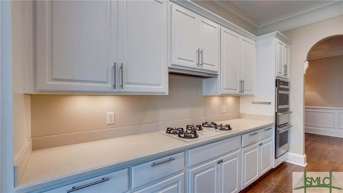 18. Residential for Sale at 67 Palmer Boulevard 67 Palmer Boulevard Savannah, Georgia 31410 United States